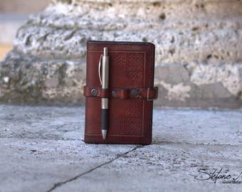 Handmade leather notepad cover - Triskele