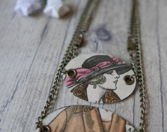 "Necklace ""reversible"" design in recycled paper"