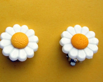 White Daisy clip on earrings-Daisy barrettes-childrens hair clips-Little girls accessorys-girl jewelry sets-Daisy studs-storybookearrings