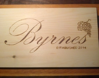 Custom and personalized wood panel, wood burned wine box panel, wall decor, Panneau de bois sur mesure et personnalisé, pyrogravure