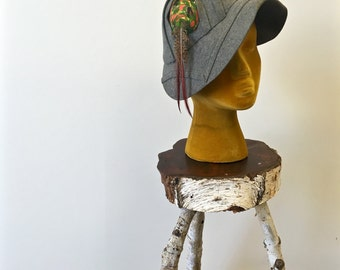 Gray cloche hat * Vintage 1920s feathered cloche * 20s structured wool felt hat