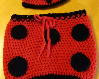 Crocheted baby lady bug cocoon (0-3 months)