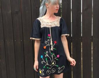 Mexican Dress // Mini Dress // Bohemian Style // Hippie Clothes // Vintage Boho Clothing // Floral Print // Festival Fashion // XXS XS SMALL
