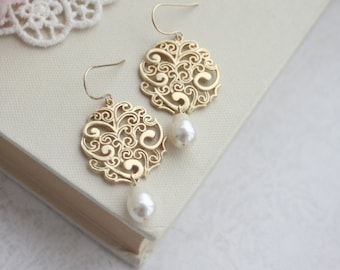Wedding Earrings, Ivory Color Pearls Gold Earrings Gold Lace Earrings Vintage Style Earring, Bridesmaid Swarovski Ivory Pearl Bridal Wedding