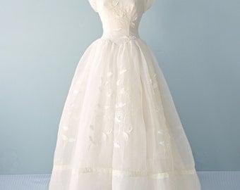 Vintage 1950s Wedding Gown...BELLE BRIDE ORIGINAL Full Length Organza Wedding Dress