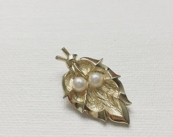 Vintage Gold Leaf Branch Pearl Accent Cabochon - PA1127