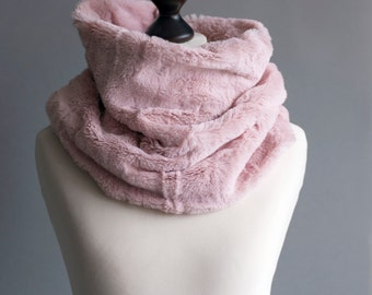 Infinity scarf. Faux fur infinity scarf. Faux fur snood in pink rose. Faux fur neck warmer. Womens chunky scarf.