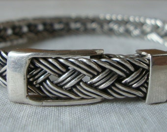 Vintage STERLING SILVER BRACELET Hallmarked 925 Mexico  Woven Bangle Bracelet with Buckle Clasp Chic Sterling Silver Bracelet