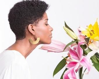 Boho earring, africa jewelry, africa earrings, boho jewelry, tribal earrings, bohemian earrings, crescent earrings, hammered brass earrings