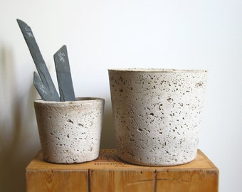 CONCRETE HYPERTUFA PLANTER—Large Gray Succulent Round Pot and Slate Marker—Wedding Registry Housewarming Home & Garden—Planteur Beton/Maceta