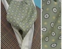 Vintage Cravat, 1960's Tootal cravat, green gentlemen's Ascot tie, Spot design with pleated back neck, Dapper necktie / tie, Mod / Scooter
