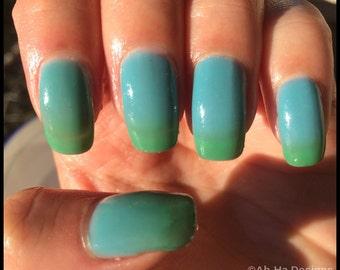 Green to Blue Thermal Changing Nail Polish