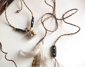 Mandrake Macrame macrame Necklace with natural feathers - Collier macramé mandragore et plumes naturelles