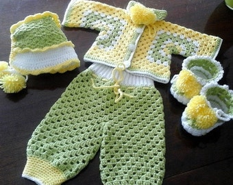 Sets newborn.0-3 months old.Clothing for newborns.Crocheted baby clothes.Crocheted baby jacket. Crocheted baby  trousers.