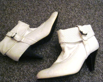90's White faux Leather Ankle Boots size 4/37
