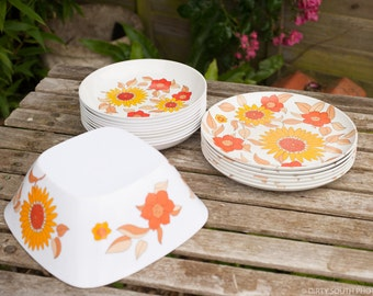 Retro  70s Camping/Picnic  Melamine Plates with Orange and Yellow Flowers Part Set by Tefal