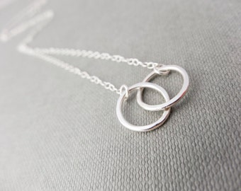 Silver interlocking rings necklace, dainty necklace, sterling silver necklace, infinity necklace, everyday necklace, tiny necklace