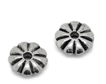 100 PCs Silver Tone Daisy Carved Circle Spacer Bead 7mm