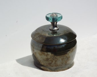 Wheel-thrown small pot with lid/handle