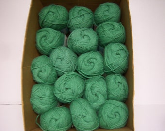 Caron, Wintuk 4 Yarn, 17 Skeins, Dye Lot 59149 805, Spring Meadow Green, 4 Ply, 3.5 Oz. Each, Monsanto Worsted Weight Acrylic, NOS