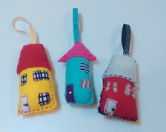 Hanging felt houses