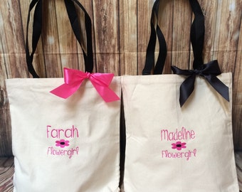 Personalized Wedding Totes with bow and name or initial Bridal Party bridesmaid gift/Flowergirl giftwith flower monogram