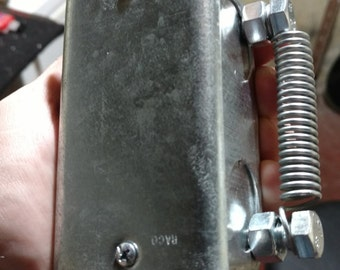K-thonk-u-l8-or shaker box / noise instrument