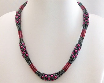 Herringbone netted necklace
