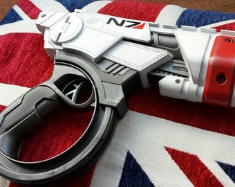 Mass Effect inspired cosplay pistol