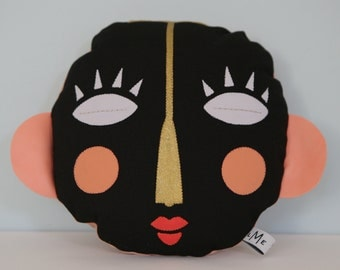 """Cushion """"Totem"""" round, black."""