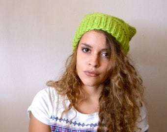 Green Womens hat Slouchy hat Crochet hat Slouchy beanie Pom pom hat Winter hat Knit hat Slouch beanie Slouch hat Chunky knit Oversized hat