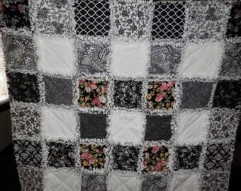 Gorgeous Black and White Rag Quilt
