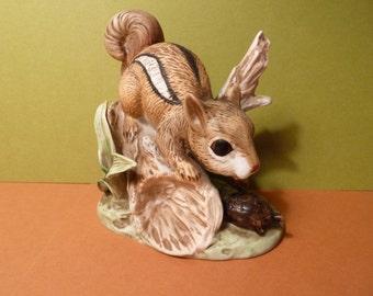 Chipmunk Curiosity, w / Turtle, Figurine