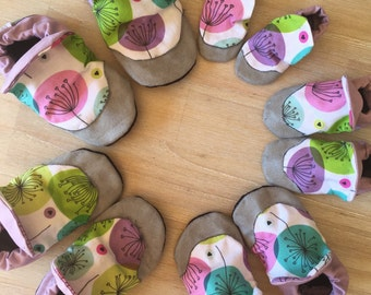 Baby Shoes / Baby Booties / Soft Soled Shoes / Newborn Slippers