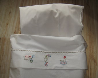 CIRCUS. Sheet parure for cradle. 100% organic cotton hand embroidered.