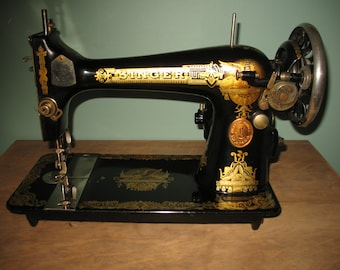 Vintage machine was sewing singer made in canada in the 1920s