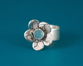 Sterling silver flower chalcedony ring
