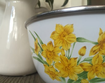 Set of 3 Enamelware Nesting Mixing Bowls with Daffodil Pattern