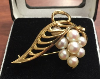 Gold and Mikimoto Pearl Vintage Brooch. Signed K.Mikimoto circa 1940's.
