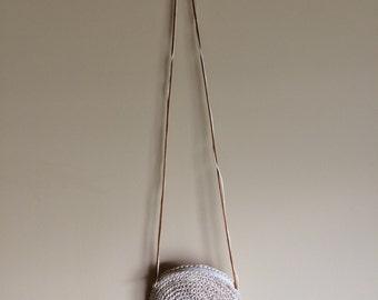 Round crossbody straw purse