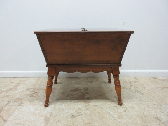Ethan Allen Heirloom Baumritter Nutmeg Dough Box Lamp End