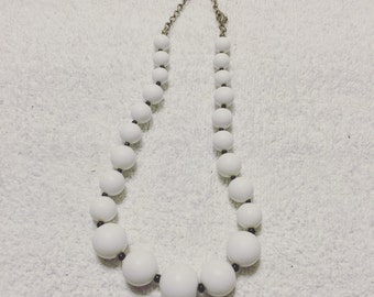 Vintage chunky white beaded necklace