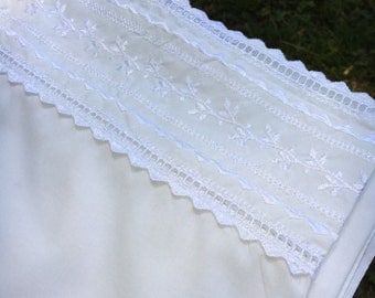 Full Flat Bed Sheet White Wide Eyelet Lace Edge- Cottage, Cabin, Shabby Chic, Country, Farmhouse, Linens, Sew, Fabric