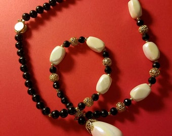 Vintage Beaded Necklace Costume Jewelry (A2)