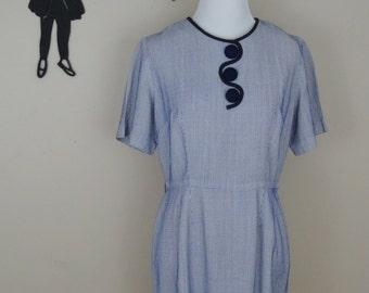 Vintage 1950's Day Dress / 50s Button Dress M/L  tr