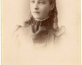 Cabinet card photo of a woman  (324)