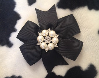 Black brooch bow