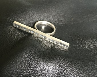Knuckle ring with morse code