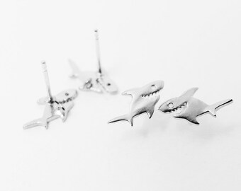 E0085/Anti-Tarnished Matte Rhodium Plating Over Brass+Sterling Silver Post/Shark Earrings/11x 6mm/1 Pair