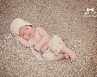 Baby bonnet and pants, cream , cotton fabric , Lace , newborn Photo prop, baby hat, vintage girl